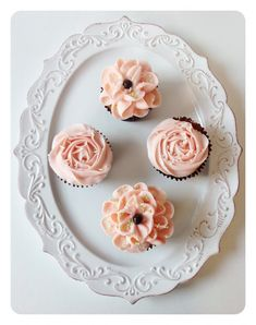 Gluten Free Pistachio Cupcakes with Cherry Frosting and Amaretto Mousse Filling. I love the plate! Pretty Cupcakes, Yummy Cupcakes, Gluten Free Sweets, Gluten Free Baking, Mini Cakes, Cupcake Cakes, Cherry Frosting, Pistachio Cupcakes, Delicious Desserts