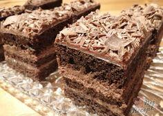 Fantastická kombinace těch nejlepších chutí. Krém z kondenzovaného mléka, másla a kakaa. Těsto jemné jako pavučinka a vrch posypaný kvalitní hořkou čokoládou, ze které jsme nastrúhali jemné hoblinky. Autor: Triniti Hungarian Desserts, Kitchen Fan, Oreo Cupcakes, Kakao, Sweet Tooth, Food And Drink, Sweets, Eat, Recipes