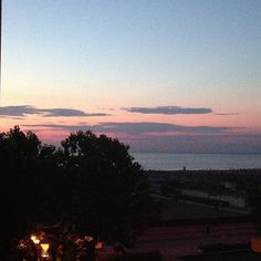 "Bom dia com o sol nascendo em Rimini #blogville - ""Direto da Emilia Romagna na Itália: Milano Marittima, Rimini e Ravenna"" by @Aprendiz Viajante"