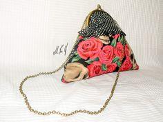 BOLSO PIN UP Bolso con un estilo muy rockabilly, un estampado retro, para las amantes de las rosas y calaveras!! Diseño exclusivo de Hadas Pin Up que encontraras en www.hadaspinup.com #bag #bolso #pinup #retro #rockabilly