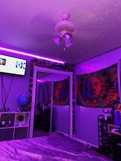 Hippie Bedroom Decor, Neon Bedroom, Indie Room Decor, Cute Bedroom Decor, Bedroom Decor For Teen Girls, Room Design Bedroom, Teen Room Decor, Room Ideas Bedroom, Pinterest Room Decor