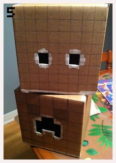 Making Minecraft Creeper & Steve heads from cardboard boxes - step by step cosplay/costume tutorial Steve Minecraft, Minecraft Zombie, Minecraft Halloween Costume, Creeper Costume, Minecraft Costumes, Minecraft Crafts, Boy Costumes, Halloween Costumes For Kids, Halloween Crafts