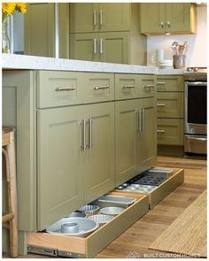 Smart Kitchen, Hidden Kitchen, Small Space Kitchen, Diy Kitchen Storage, Small Spaces, Kitchen Cupboard, Kitchen Organization, Organization Ideas, 10x10 Kitchen