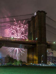 HAPPY NEW YEAR 2013!!! (Fireworks by Brooklyn Bridge, New York)