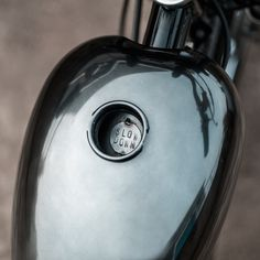 A laid-back Yamaha SR250 SE from Hookie Co.