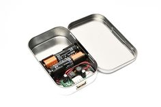Ever needed an on-the-go phone charger? Here's an awesome idea camouflaged in an Altoid tin!