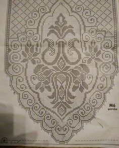 This Pin was discovered by Νέν Crochet Table Runner, Crochet Tablecloth, Crochet Doilies, Crochet Flowers, Hippie Crochet, Crochet Home, Crochet Crafts, Filet Crochet Charts, Crochet Diagram
