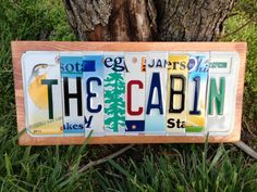 Address plaque for my friend. License Plate Crafts, Cool License Plates, License Plate Art, Licence Plates, Cabin Signs, Bottle Cap Art, Art Sign, Recycling, House Styles