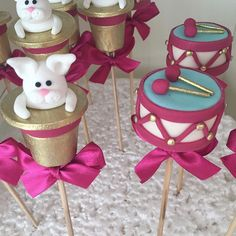 Rabbit in a Hat & Drum Cake Pops Farm Themed Party, Circus Theme Party, Farm Party, Party Themes, 27th Birthday, Birthday Parties, Rabbit In A Hat, I Had An Epiphany, Drum Cake