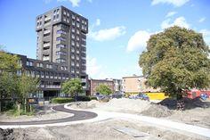 @Tkmstbeeld 4: de paden zijn af en er is begonnen met het leggen van asfalt. De playground krijgt steeds meer vorm!