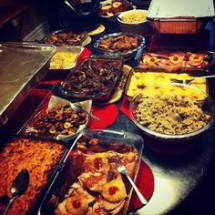 Sliced Pinapples with Jerk Chicken, Jerk Fish, Jerk Pork, Oxtail, Fried Chicken, Sliced Ham, Macaroni & Cheese, Fried Plantains and Rice and Peas. Ah woman dem cook di man dem! Di man dem fi Lucky lol