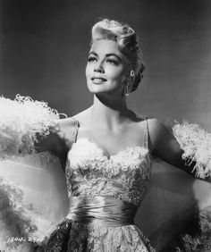 Dorothy Malone looking gorgeous in the 1950's.💫 In the mid 1950s, Dorothy Malone turned into a platinum blonde and was rescued by a flamboyant genre, the melodrama that enabled her to portray sensual and experienced women.