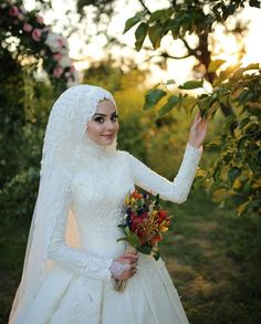 Tesettür Gelinlik M Tesettür Modelleri 2020 Hijabi Wedding, Wedding Hijab Styles, Muslimah Wedding Dress, Muslim Wedding Dresses, Muslim Brides, Wedding Dress Sleeves, Wedding Poses, Wedding Bride, Bridal Dresses