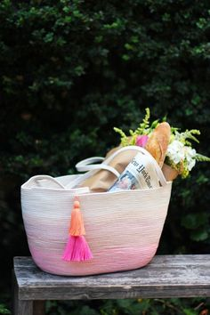 diy rope bag - love the ombre and tassels!