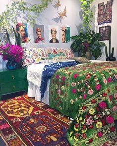 Découvrez notre sélection des 18 plus beaux intérieurs inspirés par la grande Frida Kahlo !