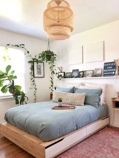 40 gorgeous bedrooms that'll inspire you to redecorate 16 - Minimalist Home - Bedroom Cute Girls Bedrooms, Simple Bedrooms, Simple Bedroom Decor, Bedrooms With White Walls, Cheap Bedroom Ideas, Cheap Bedroom Makeover, White Wall Bedroom, Bedroom Girls, Minimalist Bedroom