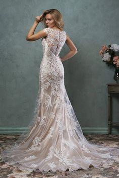 Robe de mariée sirène à col V en dentelle champagne avec traîne longue