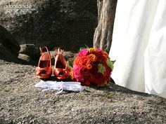 El ramo de novia de Shere. Rosas de jardín y claveles :: Shere's wedding bouquet with garden roses and carnations by arbolande