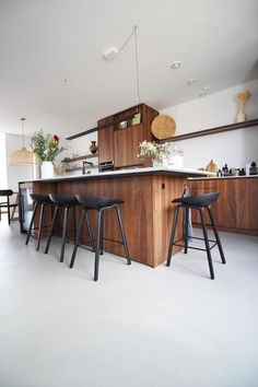 Nature Pro woonbeton vloer | Motion Gietvloe... - UW-vloer.nl Table, Furniture, Home Decor, Decoration Home, Room Decor, Tables, Home Furnishings, Home Interior Design, Desk