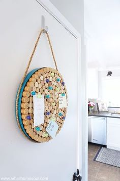 Do you have a stash of wine corks? Then you have all you need to make this DIY Wine Cork Board. Perfect for notes, or pictures of your little ones. #DIYcorkboard #winecork #winecorkboard #corkboard #organizing