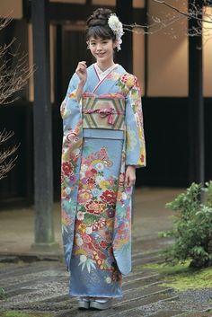 古典柄振袖 水色 商品画像1 Yukata Kimono, Kimono Japan, Kimono Dress, Japanese Kimono, Japanese Art, Traditional Kimono, Traditional Dresses, Japanese Outfits, Japanese Fashion