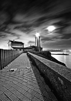 Avilés lighthouse by Botond Horváth, via 500px