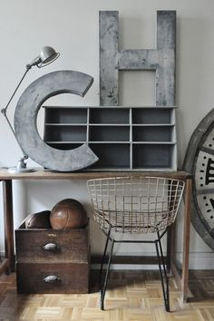 Industrial chic by Design industrial design Industrial Chic, Industrial Design Furniture, Vintage Industrial Furniture, Industrial Interiors, Industrial House, Furniture Design, Industrial Decorating, Furniture Projects, Industrial Lighting