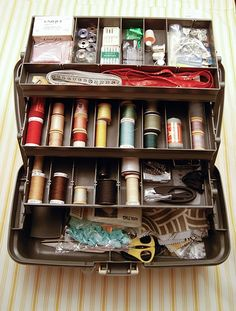Looking for sewing kit storage? You can find the perfect sewing box organizer - in the hardware store! An inexpensive alternative to buying a sewing box. Sewing Hacks, Sewing Projects, Sewing Kits, Sewing Ideas, Sewing Tools, Sewing Tutorials, Silent Auction Baskets, Sewing Baskets, Gift Baskets