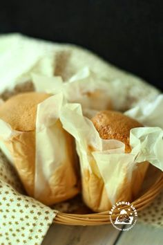 Chinese paper wrapped cupcakes 紙包蛋糕   3 egg white (large or A size) 65 icing sugar, sifted (or you ma...