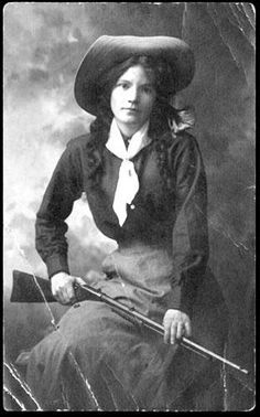 A real cowgirl, possibly a trick shooter in a Wild West show. She's sporting a Remington caliber pump rifle - known for superior accuracy. Old West Photos, Antique Photos, Vintage Pictures, Vintage Photographs, Old Pictures, Vaquera Sexy, Westerns, Saloon, Annie Oakley