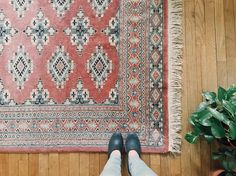 When you walk into @housingworks and they are literally unrolling the vintage rug of your dreams....and you're all like... #mine ... Moreover all proceeds for @housingworks go towards services for people living with and affected by HIV/AIDS. . #vscohome #thatsdarling #homeinspo #vintagerug #ihavethisthingwithrugs #inmynisolos #bohemianstyle #bohemianrugs #vsco #flashesofdelight #thehappynow #plants #onmyfeet #livefolk #folkstyle #folkhome #vintage #antique #darling #darlingmovement…
