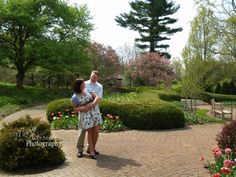 Engagement Session / Kingwood Center / Couple Pose Idea / Wedding Photography / Mansfield, Ohio