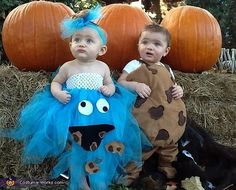 29 halloween costume ideas for kids girls!These shoppable and DIY boys Halloween costumes will help your son stand out in a crowd of ghosts and goblins. Cookie Monster Halloween Costume, Matching Halloween Costumes, Halloween Bebes, Newborn Halloween Costumes, Baby Halloween Outfits, Halloween Costume Contest, Cookie Monster Costume Toddler, Costume Ideas, Happy Halloween