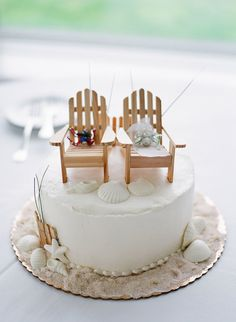 The bride and groom's cake. Photography : Sarah Der Photography Read More on SMP: http://www.stylemepretty.com/massachusetts-weddings/osterville/2016/08/17/classic-cape-cod-wedding-with-touches-of-southern-charm/