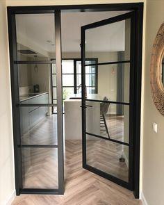 108 vind-ik-leuks, 29 opmerkingen - Bilitis (@nieuwbouwop45) op Instagram: 'Zo mooi, maar zo duur.....😭 Stalen deuren, ik vind ze super mooi. Één van de hal naar de keuken en…' Oversized Mirror, Divider, Furniture, Instagram, Home Decor, Decoration Home, Room Decor, Home Furnishings, Home Interior Design