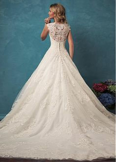Charming Tulle V-neck Neckline A-line Wedding Dress With Lace Appliques