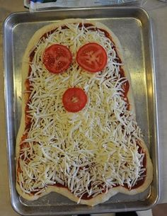 Homemade Halloween pizza ghost--want to remember this for my party I have every year. Halloween in my holiday! Halloween Pizza, Halloween Snacks, Comida De Halloween Ideas, Halloween Fingerfood, Hallowen Food, Halloween Dinner, Homemade Halloween, Halloween Birthday, Halloween Recipe