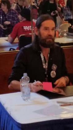 Pictures of Diana Gabaldon, Sam Heughan, Graham McTavish, Gary Lewis and Duncan Lacroix at autograph session at RingCon 2015 – November 7th | Outlander Online