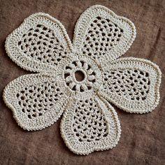 Irish Crochet Pattern:  http://www.irishcrochetlab.com/#!product/prd3/1579699045/nk-00-005.-flower-frm-the-top.