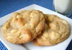 Recept macadamia koekjes met witte chocolade. Een Amerikaanse klassieker die veel te lekker is om aan de andere kant van de oceaan te laten. Tijd: 35 min