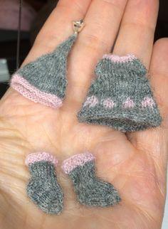 Harmaat jouluiset vaatteet 1:12 nukkekodin lapselle