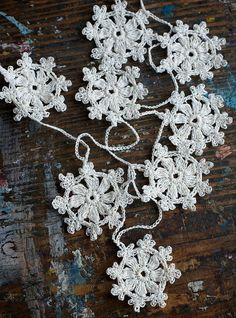 Crochet Garland - Small Doily Bunting -- Snowflake garland - white linen --  12 snowflakes | Garlands, Buntings and Crochet