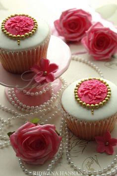 Cameo Cupcakes by Ridwana Hannan of Sprinklez Liverpool / https://www.facebook.com/Sprinklez-Liverpool-142879425726227/