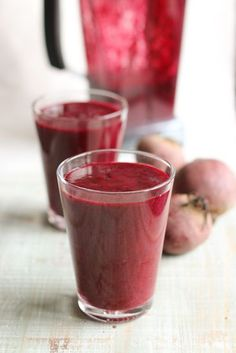 Beet, blackcurrant & orange smoothie // chocochili.net