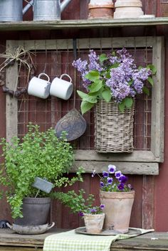 Having a potting bench makes working in the garden so much easier and more organized. Here's a great collection of DIY potting bench ideas. Dream Garden, Garden Art, Garden Design, Garden Sheds, Garden Table, Garden Wall Designs, Garden Benches, Garden Pool, Potting Tables