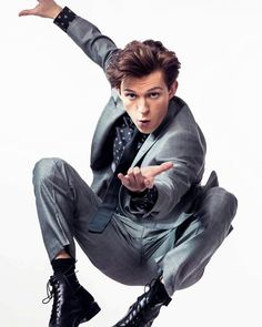 tom holland spidey pose by knopess Tony Stark, Marvel Dc, Tom Holland Peter Parker, Tommy Boy, Men's Toms, Film Serie, To My Future Husband, Tom Hiddleston, Iron Man