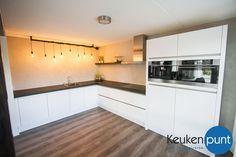Deze prachtige witte hoekkeuken mochten we in Franeker leveren.