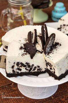 DULCIURI CU BISCUITI OREO | Diva in bucatarie Dessert Cake Recipes, No Cook Desserts, Dessert Drinks, Vegan Desserts, English Sweets, Just Cakes, Oreo Cheesecake, Mini Cheesecakes, Food Cakes
