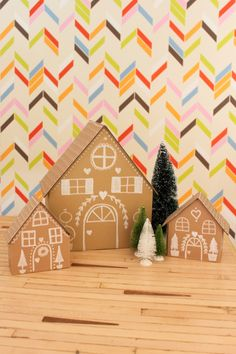 Cardboard Gingerbread Houses on PencilandThread. Cardboard Gingerbread House, Gingerbread House Kits, Christmas Gingerbread, Christmas Love, Christmas Holidays, Handmade Christmas Decorations, Christmas Gift Wrapping, Holiday Crafts, Hansel Y Gretel