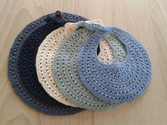 Tussa E-post :: Hekling, Heklede leker og andre ideer du har sett etter Crochet Baby Bibs, Crochet Baby Clothes, Newborn Crochet, Crochet Toys, Knit Crochet, Knitting For Kids, Easy Knitting, Crochet For Kids, Crochet Stitches
